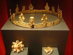 Early Medieval (14th c.) folding hinged circlet from a Royal Lady's burial vault Finland/Kemi/Gemstone Gallery, Historiska Museet. More info here: http://www.greydragon.org/trips/stockholm/crown_info134.jpg