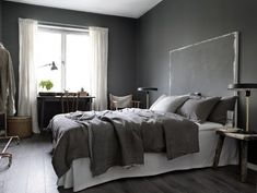 Top Grey Bedroom Interior Designs For More Enchanting 21 Dark Gray Bedroom, Grey Room, Dark Bedrooms, Dark Walls, Grey Walls, Swedish Interior Design, Scandinavian Interior, Scandinavian Apartment, Gray Interior