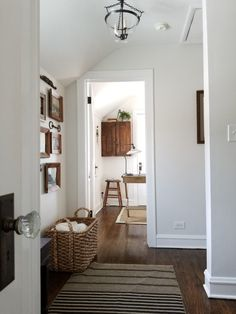 I think this is Benjamin Moore Cloud Cover. Soft off white - Home Professional Decoration Neutral Bedrooms, Trendy Bedroom, Interior Design Living Room, Living Room Decor, Kitchen Interior, Decoration Hall, Cosy Home, Hallway Designs, Rooms For Rent