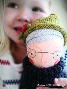 Min docka Rosa i min dotters famn