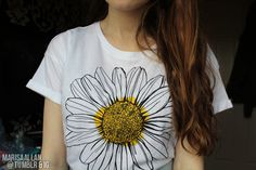 daisy tee. ♡ every time I see one it reminds me it reminds me of Perks of being a wildflower for some reason.