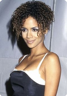 Halle Berry Pixie, Halle Berry Style, Halle Berry Hot, Halle Berry Hairstyles, Hale Berry, Curly Hair Styles, Natural Hair Styles, College Girl Fashion, African American Beauty