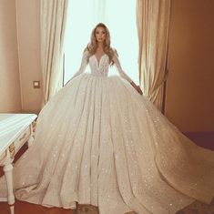 Wedding Dress With Veil, Beautiful Wedding Gowns, Dream Wedding Dresses, Wedding Attire, W Dresses, Pretty Dresses, Dress Outfits, Fashion Dresses, Dress Hairstyles