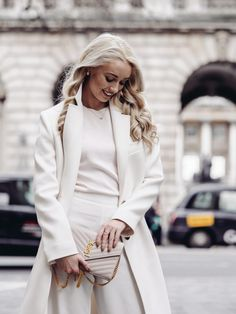 7 Trends to Have On Your Radar Now Before they Explode in Spring Spring is almost here – can I get a hallelujah? If you're anything like me, you'll be eager to abandon the winter… Fashion Mumblr, Black Women Fashion, Fashion 2020, Spring Fashion, Winter Fashion, Womens Fashion, Wearing All Black, Classy Outfits, Minimalist Fashion