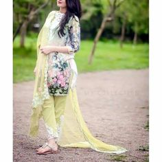 Sumi Stylish Dress Designs, Stylish Dresses, Simple Dresses, Beautiful Dresses, Casual Dresses, Pakistani Frocks, Pakistani Outfits, Indian Outfits, Indian Designer Outfits