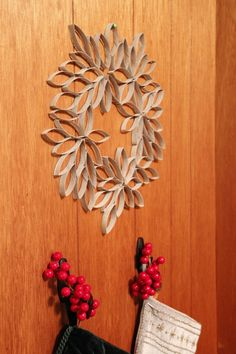 Wreath from toilet paper tubes.