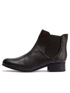 Selected Femme - 100 % Leder - Low-Cut-Knöchel-Boot - Elastische Einsätze an jeder Seite - Absatzhöhe 3,5 cm - Mandelspitze Derber und schlichter Low-Cut-Knöchel-Boot – deine Lösung für einen coolen Feierabend-Style. Trage dazu einen kuschligen Sweater und Jeans. 100% Leder...