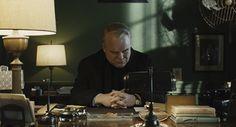 "from ""Doubt"", (dir: John Patrick Shanley, DOP: Roger Deakins) Movies In Color, John Patrick Shanley, Roger Deakins, Comic Layout, Lighting Techniques, Film Grab, Film Inspiration, Film Stills, On Set"