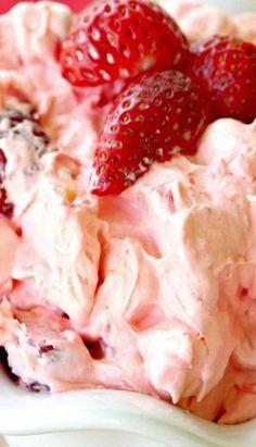 Strawberry Jello Fluff Salad - Food and drink - Salat Rezepte Fluff Desserts, Jello Recipes, Dessert Salads, Köstliche Desserts, Delicious Desserts, Yummy Food, Delicious Donuts, Cool Whip Desserts, Delicious Dishes