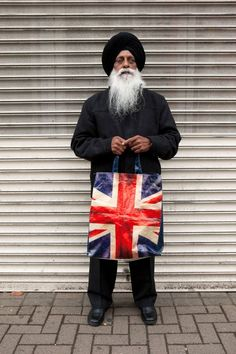 Harbhajan Singh with his Union Jack bag. taken by Martin Parr and on display at New Art Gallery Walsall Photography Projects, Color Photography, Amazing Photography, Street Photography, Portrait Photography, Landscape Photography, Fashion Photography, Wedding Photography, Martin Parr