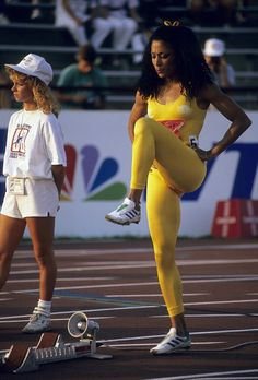 The Fastest Woman in the World Was the Most Fashionable, Too: Flo-Jo's Olympics Style Flo Jo, Olympic Track And Field, Sport Top, Vintage Black Glamour, Olympic Athletes, Sports Stars, Female Athletes, Women Athletes, Athletic Women