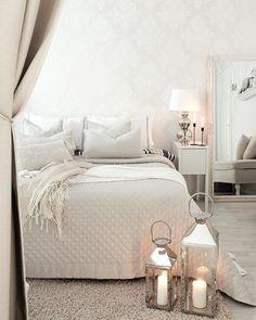 ☆Saturday ☆ Me ollaan koko perhe kipeänä ja päivän ohjelmassa on vain lepäilyä viltin alla Blogissani on nyt juttu syksyn suosikeistani jonka kirjoitin eilen illalla! :)#home #koti #hem #bedroom #makuuhuone #sovrum