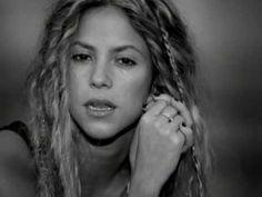 """36 años de canciones y que dices """"Shakira escribe para mi""""  Feliz Cumpleaños Shakira"""