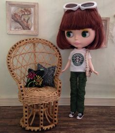 Fabulous vintage wicker peacock chair in natural rattan with black accent trim for your Blythe, Barbie or Monster High girl. We have added 2