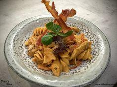 فوسیلی با مرغ و سس گوجه خامه ای – وبلاگ ويدا