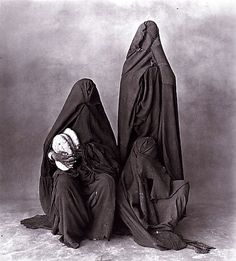 Three Rissani women with bread by Irving Penn / 1971