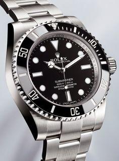 Les montres de James Bond, comme la Rolex Submariner, sont aussi chez Leasy Luxe www.leasyluxe.com #classic #design #leasyluxe