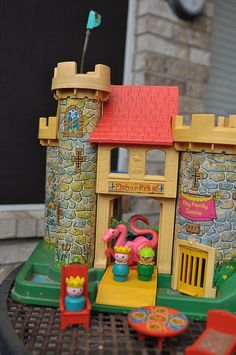 castle #fisher_price #little_people #vintage. I loved the trap | http://awesome-cartoon-photo-collections.blogspot.com