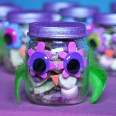 Owl party favors in baby food jars! Craft activity at party? Owl Parties, Owl Birthday Parties, Birthday Favors, Birthday Ideas, Baby Jars, Baby Food Jars, Owl Crafts, Crafts For Kids, Owl Party Favors