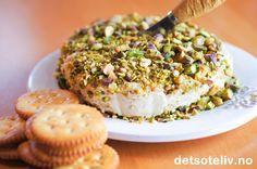 Gorgonzola Pistachio Cheese Ball Cheese Ball, Pistachio, Salmon Burgers, Whole Food Recipes, Snacks, Ethnic Recipes, Fancy, Pistachios, Appetizers