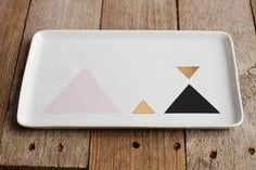 Geometric triangle serving platter // Plat en porcelaine à motif triangles by Asleepfromday Etsy Shop