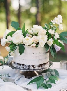 Here's a wedding trend we can't get enough of: wedding cakes covered in real flowers