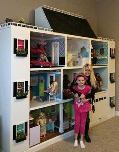 Look at this American Girl doll house! Look at this American Girl doll house! Casa American Girl, American Girl Storage, American Girl Crafts, American Houses, Doll House Plans, Barbie Doll House, Girls Dollhouse, Diy Dollhouse, American Girl Dollhouse