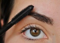 How to Get Thick Eyebrows. The style trend right now is thick eyebrows, but unfortunately all of us weren't born with full, dark eyebrows, or over the years we've plucked them so much that they won't grow back. Thicken Eyebrows Naturally, How To Thicken Eyebrows, Health And Beauty Tips, Beauty Make Up, Beauty Care, Beauty Hacks, Beauty Stuff, Night Beauty Routine, Beauty Routines