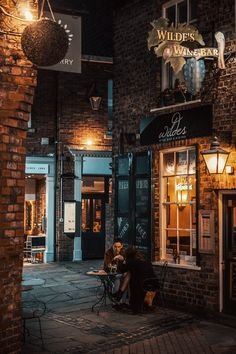 Night Aesthetic, City Aesthetic, Travel Aesthetic, Places To Travel, Places To Visit, Visit Britain, Image Blog, Fantasy Places, City Streets