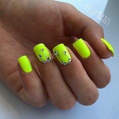 Photo Swarovski Nails, Cute Acrylic Nails, Diy Nails, Beauty Nails, Nail Art, Nail Designs, Claws, Glamour, Creative