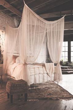 This romantic four-point canopy will add beauty to your bedroom and is available in several attractive colors to enhance your existing decor. The woven polyester canopy cascades down to create a boudo