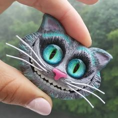 Cheshire cat brooch, polymer clay Cheshire cat pin, Alice in Wonderland brooch Newt Scamander Harry Potter, Newt Scamander Cosplay, Alice In Wonderland Figurines, Harry Potter Cosplay, Cat Pin, Adventures In Wonderland, Clay Flowers, Wonderland Party