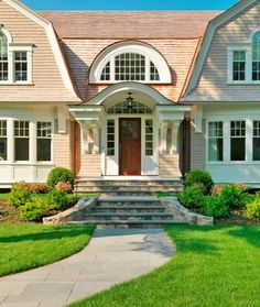Curved Brick Porch Steps Design Ideas, Pictures, Remodel, and Decor - page 3 Front Porch Stairs, Front Door Steps, Front Stoop, Entry Stairs, Porch Steps, House Stairs, Front Entry, Brick Porch, Traditional Front Doors