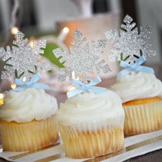Snowflake Cupcake Toppers Ships in Business Days. Winter Wonderland Party Decorations - New Deko Sites Winter Birthday Parties, Frozen Themed Birthday Party, Disney Frozen Birthday, Birthday Party Decorations, 3rd Birthday, Birthday Crowns, Frozen Themed Food, Turtle Birthday, Turtle Party