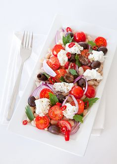 So many joyfully lovely colours and scrumptious flavours at work in this filling White Bean, Tomato, Olive and Ricotta Salad. #salad #food #vegetables #beans #vegetarian #tomatoes #olives #onions #lunch #Italian #Mediterranean