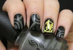 I wish I had the talent to put together these nails!