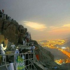 The Mountain of Hira in Makkah More ⚘الحمد لله على نعمة الإسلام ⚘ Rare Pictures, Cool Pictures, Hajj Pilgrimage, History Of Islam, Masjid Al Haram, Beautiful Mosques, Les Religions, Madina, Islamic Pictures