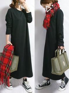 いいね、お気に入り、フォロー、ありがとうございます⭐ シンプルなスウェットワンピ×チェックストールの Winter Looks, Fall Winter, Fasion, Put On, Winter Outfits, Street Style, Chic, My Style, Womens Fashion