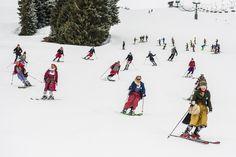 Wenn an die 100 Damen ihr schönsten Dirndl anziehen und statt High-Heels die Skischuhe dazu wählen, dann sind verwunderte Blicke garantiert und drehen sich nicht nur die Männer nach den Ladies um. Beim 1. Int. KÄSTLE Dirndl Skitag am Arlberg trafen sich an die 100 Damen aus Österreich und Deutschland, um gemeinsam über die Pisten