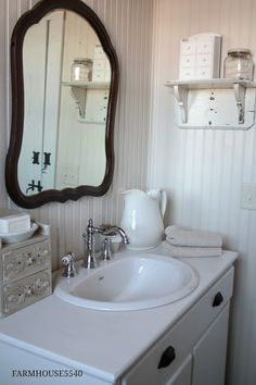 Another perfect farmhouse bathroom. My favorite thing about this one is the choice of knobs for the vanity.