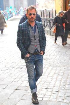 How to wear: navy and green plaid blazer, grey wool waistcoat, blue denim shirt, grey crew-neck t-sh Mode Masculine, Denim Fashion, Look Fashion, Older Mens Fashion, Mens Fashion Blazer, Winter Fashion, Chaleco Casual, Stylish Men, Men Casual