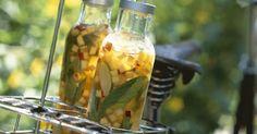 Eistee mit Pfirsich, Nektarine und Basilikum ist ein Rezept mit frischen Zutaten aus der Kategorie Eistee. Probieren Sie dieses und weitere Rezepte von EAT SMARTER!