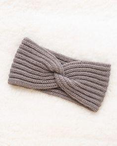 Headband with a twist | Knitting pattern | Mirella Moments Knitted Headband Free Pattern, Baby Cardigan Knitting Pattern Free, Easy Knitting, Knitting Stitches, Knitting Socks, Knitting Patterns Free, Knitted Hats, Crochet Headbands, Baby Headbands