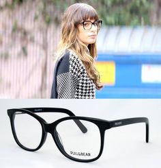 La actriz #LeaMichele (protagonista de la serie #Glee) nos ha conquistado con su nuevo look.  Si te gusta su estilo, pruébate estas #gafas de la nueva colección Pull&Bear para Opticalia.