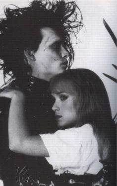 """Hold me. Estilo Tim Burton, Tim Burton Art, Johnny And Winona, Winona Ryder, Tim Burton Johnny Depp, Tim Burton Characters, Mode Rock, Foto Top, Johnny Depp Movies"