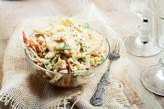 Σαλάτα coleslaw με σπιτική μαγιονέζα | Συνταγή | Argiro.gr Food Categories, Veggie Dishes, Coleslaw, Food Art, Pasta Salad, Potato Salad, Salads, Food And Drink, Veggies