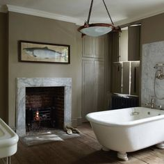 10 Beautiful Rooms - Mad About The House Traditional Bathtubs, Mad About The House, Barn Kitchen, Lodge Style, Front Rooms, Steam Showers Bathroom, World Of Interiors, Dream Bathrooms, Clawfoot Bathtub