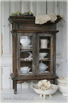 Turn bathroom cabinet into this?