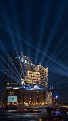 Hamburg Foto Elbphilharmone Taufe Mein Schiff 6 | Bildschönes Hamburg