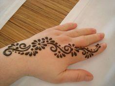 Henna Source by busrcankaya Henna Designs For Kids, Pretty Henna Designs, Mehndi Designs For Beginners, Arabic Mehndi Designs, Simple Mehndi Designs, Arabic Henna, Henna Tatoos, Henna Tattoo Designs Simple, Henna Tattoo Hand